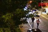 CHP'li Belediye Başkanı Alim Karaca tatilcinin arabasına böyle saldırdı! Koruması da yardım ediyor
