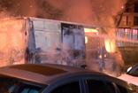 Bahçelievler'de park halindeki panelvan minibüs alev alev yandı