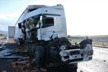 Manisa'da feci kaza! Tır parçalandı kullanılmaz hale geldi