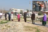 Mersin'de evin önünde kuyruk oluştu sebebi şaşırttı! Kemal Sunal filmini hatırlattı