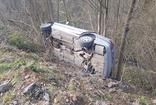 Freni boşalan araç şarampole yuvarlandı, 3 kişi yaralandı
