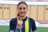Muş'lu sporcu tek ayakkabıyla Portekiz'de altın madalya kazandı