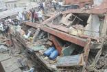 Nijerya'da 3 katlı  okul çöktü, enkaz altında 100'den fazla insan mahsur kaldı