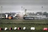 Berlin Schönefeld Havaalanı'nda askeri uçak pistten çıktı
