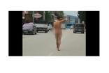 Osmaniye'de 26 yaşındaki genç sokakta çırılçıplak yürüdü