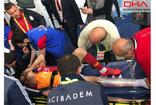 Futbolcu Emre Akbaba'nın bileği kırıldı
