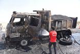 Siverek'te sıcak asfalt yüklü kamyon alev alev yandı