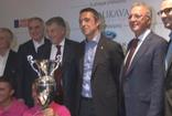 The Bodrum Cup tanıtım toplantısına katılan Ali Koç kupayı istemdi