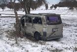 Lokomotif minibüse çarptı, minibüsün sürücüsü ağır yaralandı
