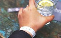 İçkiye ilaç atılıp atılmadığını ölçen bileklik Almanya'da satışa sunuldu
