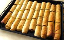 Baklava yufkasıyla: Sütsüz sodalı börek tarifi