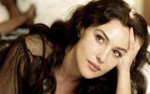 Monica Belluci'nin kızı adeta ikizi! Güzelliğiyle göz kamaştırıyor!