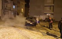 İnegöl'de park halinde iken yanan otomobilin yanında benzin bidonu bulundu