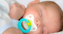 Bebeklerde emzik kullanmak doğru mu?