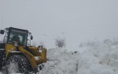 Hakkari'de karla mücadele devam ediyor