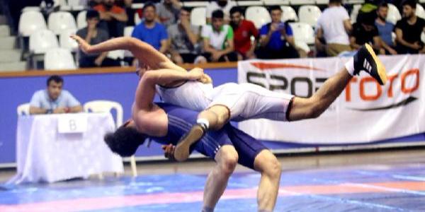 Türk Güreşi 92 yılda 1512 madalya kazandı
