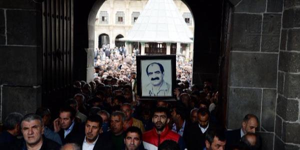 Diyarbakır'da 'Zaza Şehmuz'un cenazesinde tarihi kalabalık