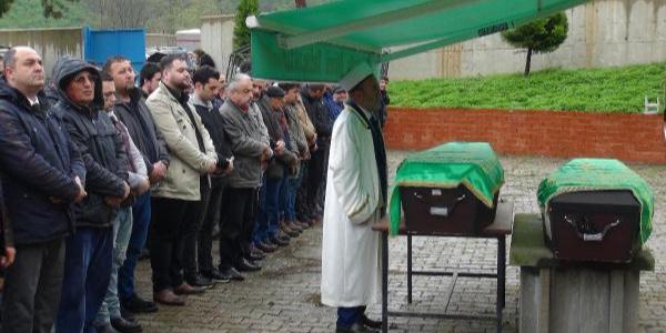 Belçika'da katledilen  anne ile kızı baba toprağı Giresun'da toprağa verildi