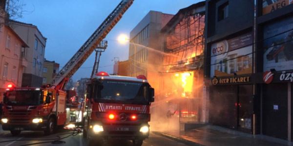 Ümraniye'deki yangından can pazarı: 17 kişi merdivenle kurtarıldı