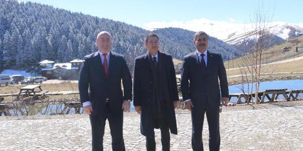Türkiye, Azerbaycan ve Gürcistanlı bakanlarından Kümbet Yaylası'nda zirve