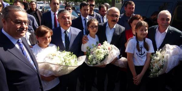 Bakan Lütfü Elvan, Fakıbaba ve Yılmaz'dan Mersin'e çıkarma