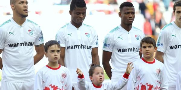 Küçük kızın gözyaşları Antalyaspor-Bursaspor maçına damga vurdu