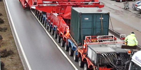 Derince Limanı'na dev trafoyu 280 tekerlekli TIR'la taşıdılar
