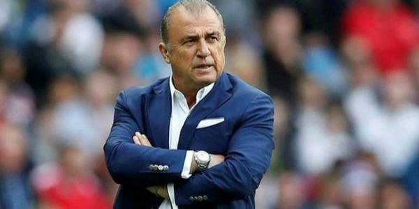 Fatih Terim  Trabzonspor maçı sonrası oyuncularını yere göğe sığdıramadı