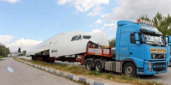 Dev kargo uçağı kara yolu ile İstanbul'dan İzmir'e götürüldü