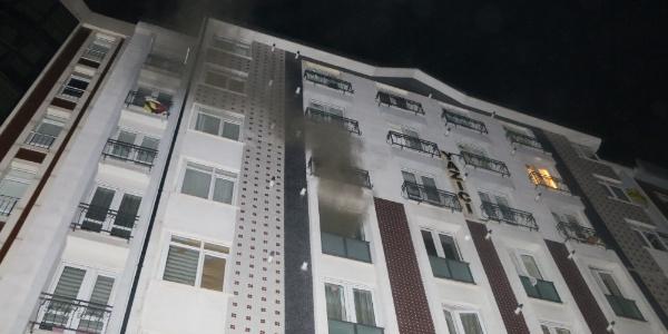 Kanepede söndürülmeden bırakılan sigara bir daireyi küle çevirdi