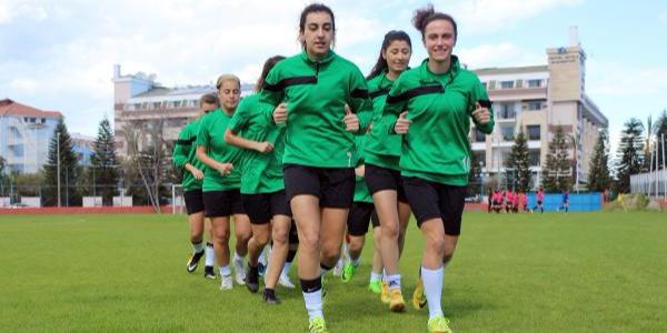 Kemerli kadın futbolcular gol oldu yağdı: 10 maçta 91 gol