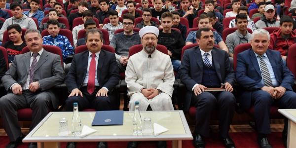 Avrupa'dan gelen gençler Diyanet İşleri Başkanı Ali Erbaş'la buluştu