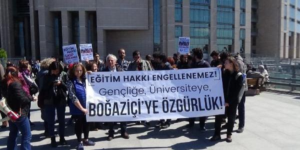 Lokma dağıtımına karşı çıkan 16 Boğaziçi'li adliyeye çıkarıldı