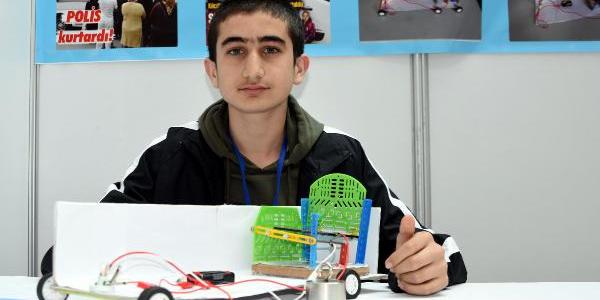 Lise öğrencisi, serviste unutulan çocuklar için proje geliştirdi