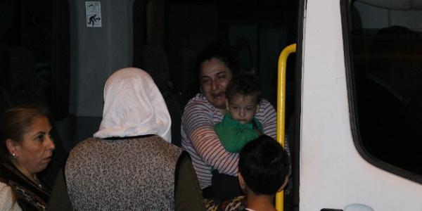 Adana'daki yangında anne ve çocuğu yanmaktan son anda kurtuldu
