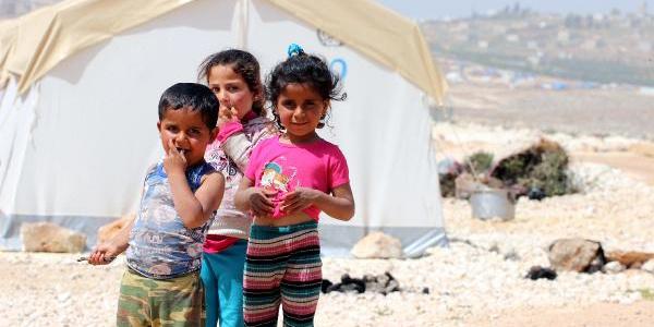 İHH, Doğu Guta'dan kaçan aileler için İdlib'de kamp kurdu