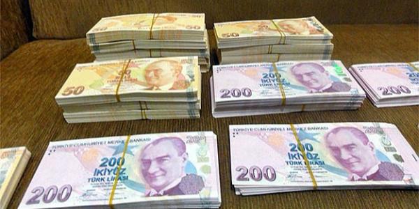 Adana'da polis dolandırıcıdan kurtardığı paranın sahibini arıyor