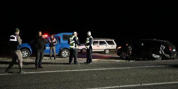 Niğde'de kaza yapan araçtakilere otomobil çarptı: 2 ölü, 2 yaralı