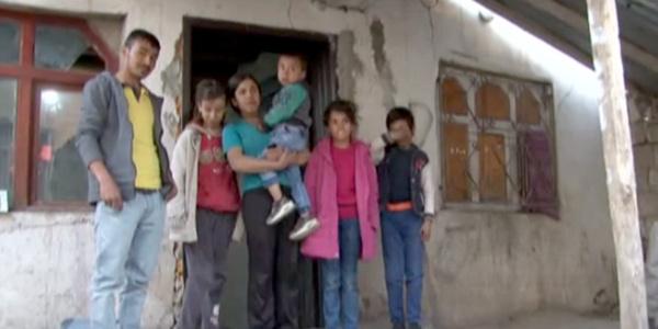 Van'da 6 kardeşi önce babaları sonra  anneleri terk etti