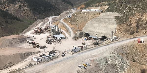 Türkiye'nin 3. uzun tüneli Eğribel'de ışığın görünmesine son 500 metre kaldı