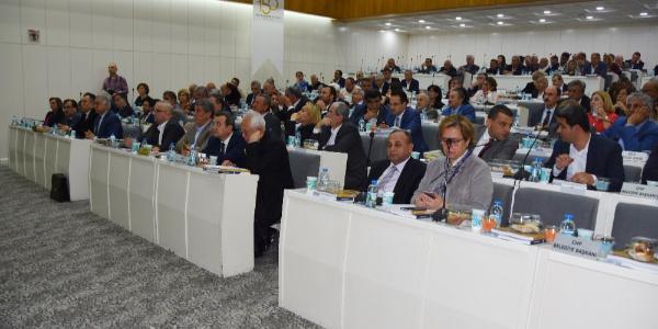 2017 denetim raporu İzmir Büyükşehir Belediye Meclisi'ni karıştırdı