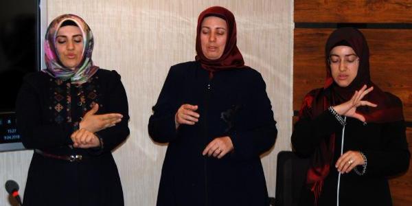 Diyanet, engellilerin dini öğrenmeleri için din görevlilerine işaret dili kursu açtı