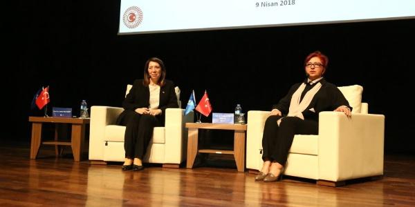 Milletvekili Emine Nur Günay'dan üniversitelilere küresel ticaret savaşı dersi