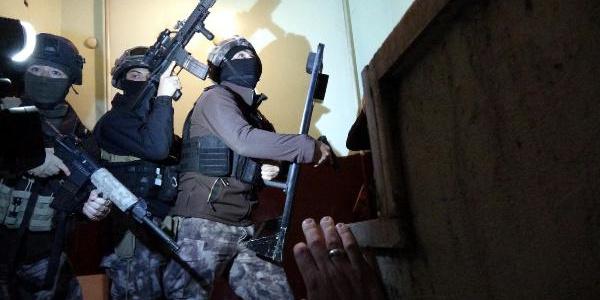 Erzurum polisi insan kaçakçılarına şafakta operasyon düzenledi