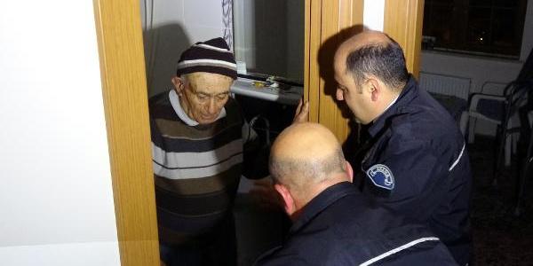 Adana'da polis çaresiz kalınca hırsızın yöntemiyle eve girdi