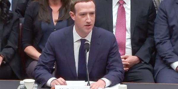 İfade veren Facebook'un patronu  Mark Zuckerberg'e 5 saat zor sorular