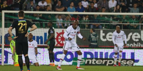 Beşiktaş,  Akhisar deplasmanından 3-0'lık skorla dönüyor
