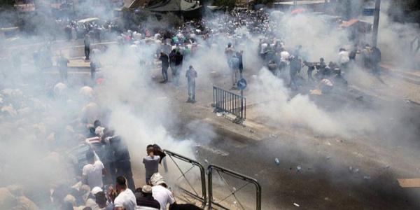 İsrail'den protestocu Filistinlilere gaz bombası: 500'den fazla yaralı