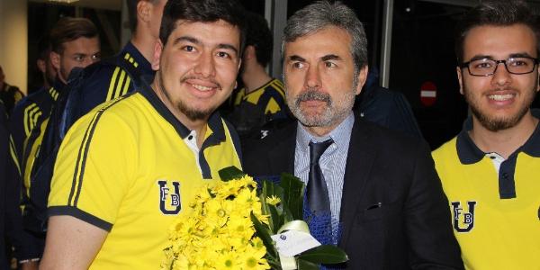 Sivas Nuri Demirağ Havalimanı'nda Fenerbahçe izdihamı