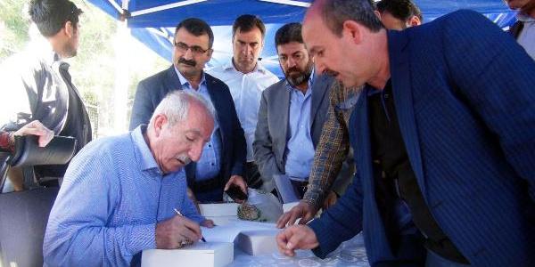 Mardin'de ilk kez düzenlenen imza gününde Orhan Miroğlu izdihamı